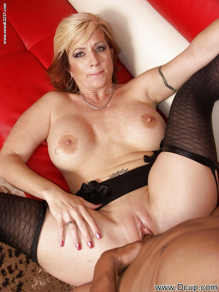 Amateur ebony milf pounding alone with a 1