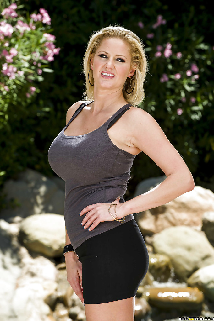 zoey holiday milf