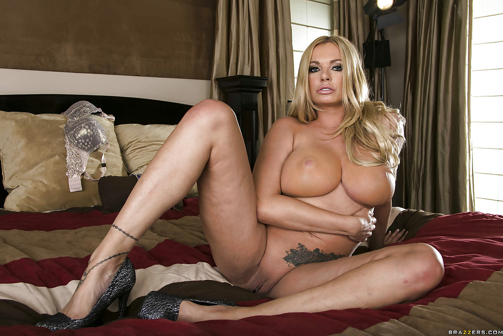 legs Briana banks spreading