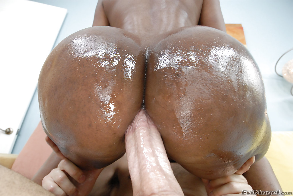 bootylicious ebony nyomi banxxx gets her asshole drilled