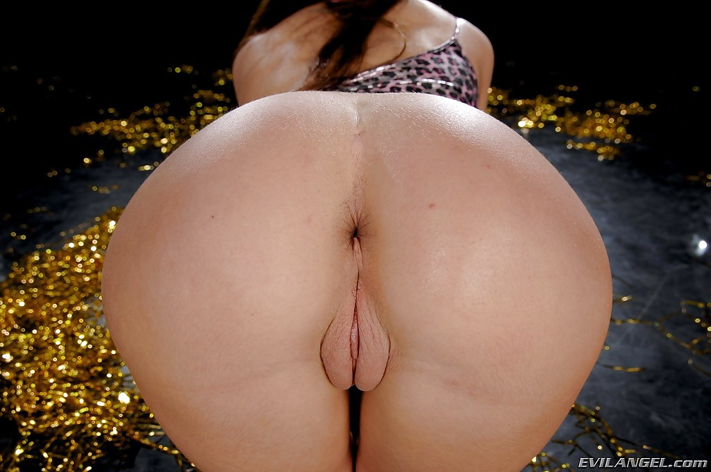Lusty babe Anita Hengher uncovering her nice jugs and ample ass