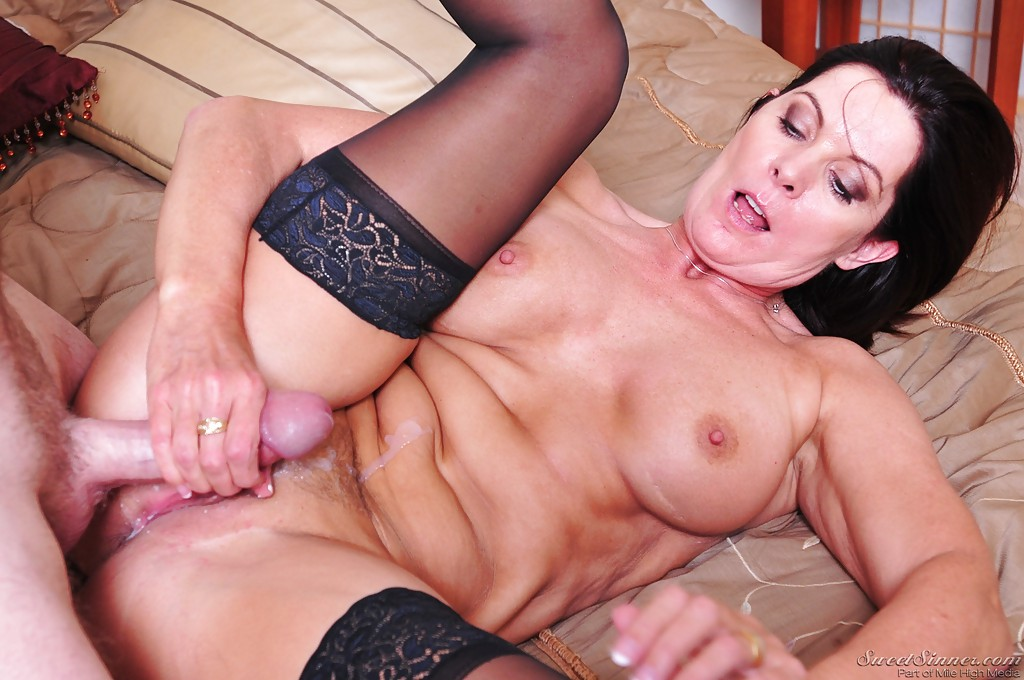 Female body muscles nude