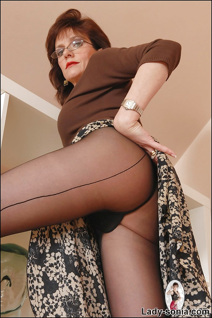 Mature in nylon