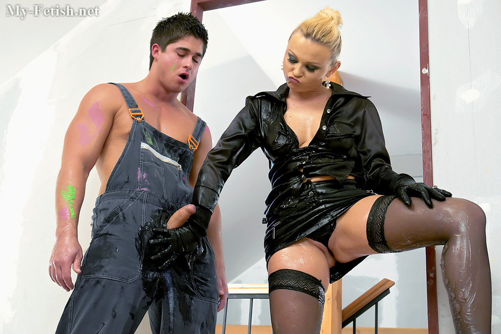 Blonde fetish lady in stockings Katy Sweet is into wet pussy pounding