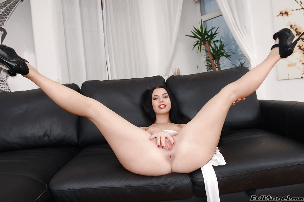 Juega o descarga Isabella Desantos - The Hottest Pornstars Live on Cam LiveFreeFun 10 min Hogtied bdsm sub whipped before pussy fucking thumb 1 min 3 sec PAWG Unreal Hot Riding Perfect Booty Big Ass thumb PAWG