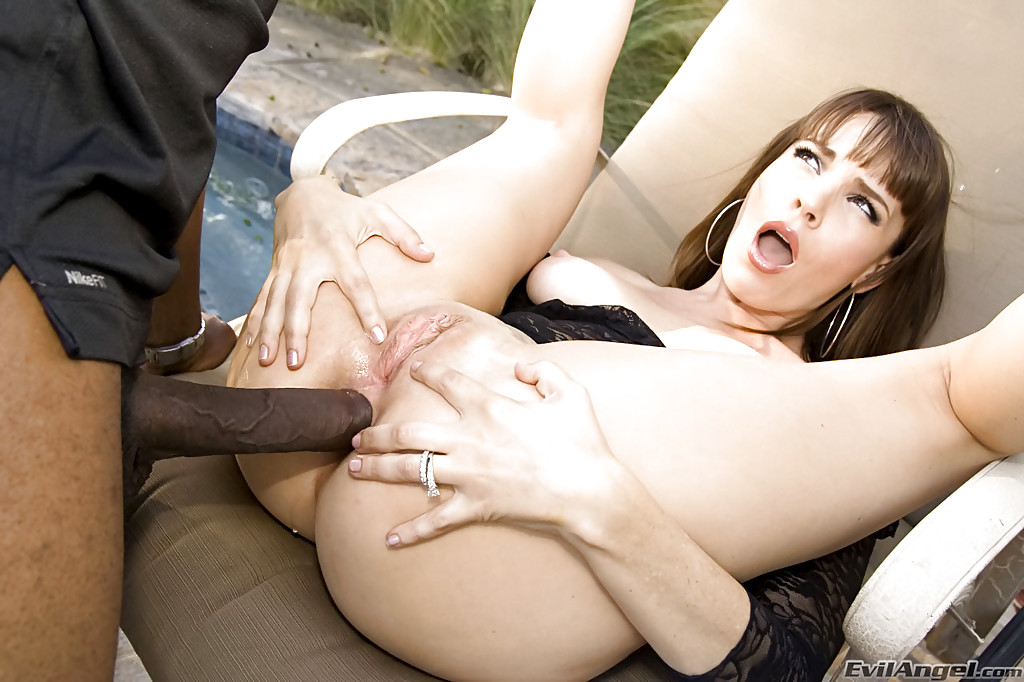 Mature dana loves huge black cock