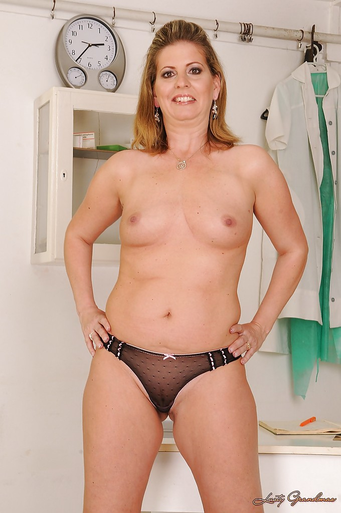 Full figured mature nudes pics