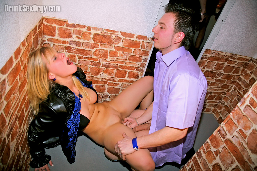 Blonde Chick Gets Fucked