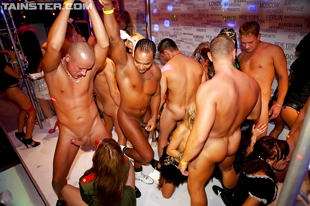 Male strippers orgy — photo 9