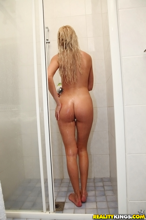 shower Amateur blonde