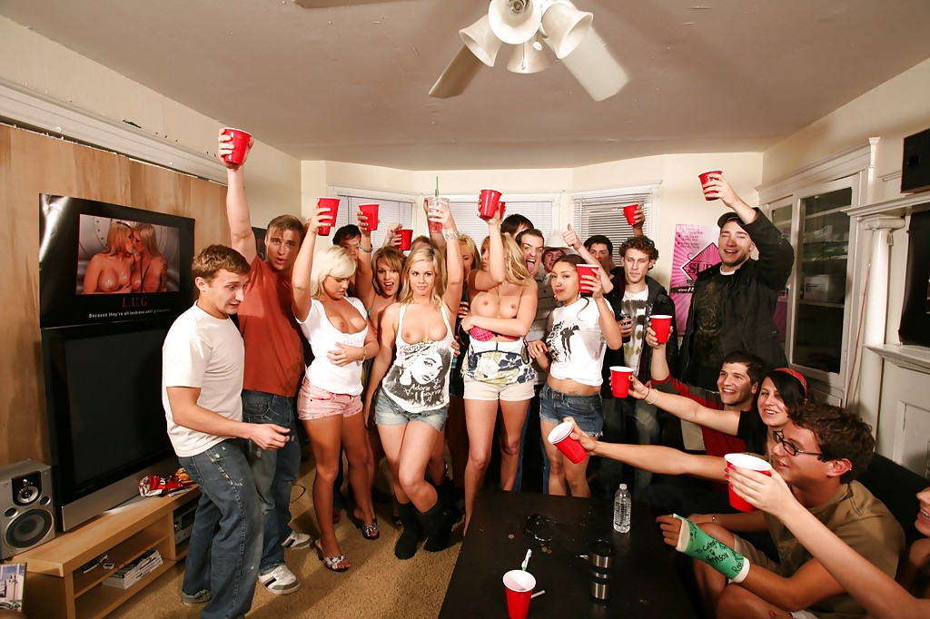 Lecherous chicks spend some good time with horny guys at the house party
