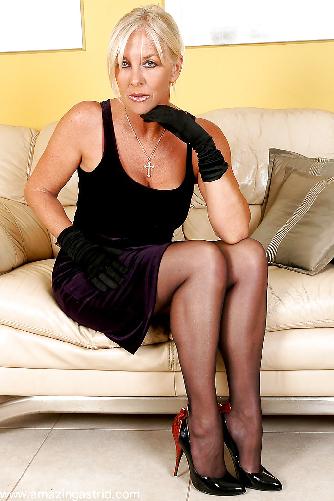 Mature XXX Videos - Older hotties and sultry MILFs in raw.