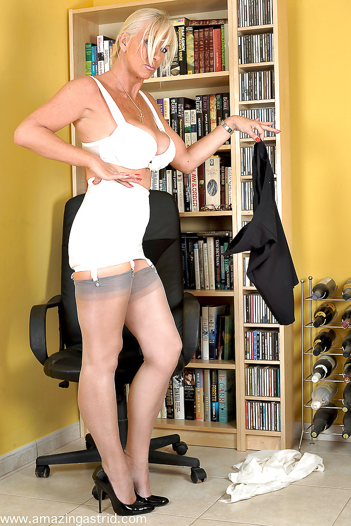 slits-matures-and-pantyhose-crazy-about-naked-culos-girls