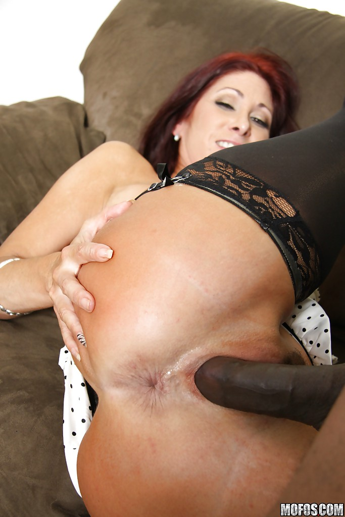 Full figured milf sucks dick