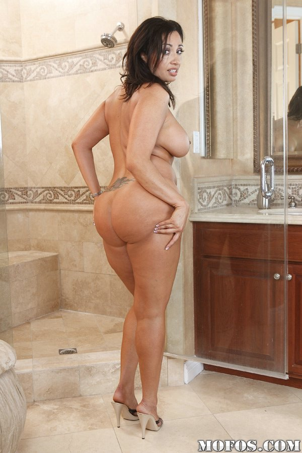 naked-models-having-sex-in-shower-recent-lebiansex