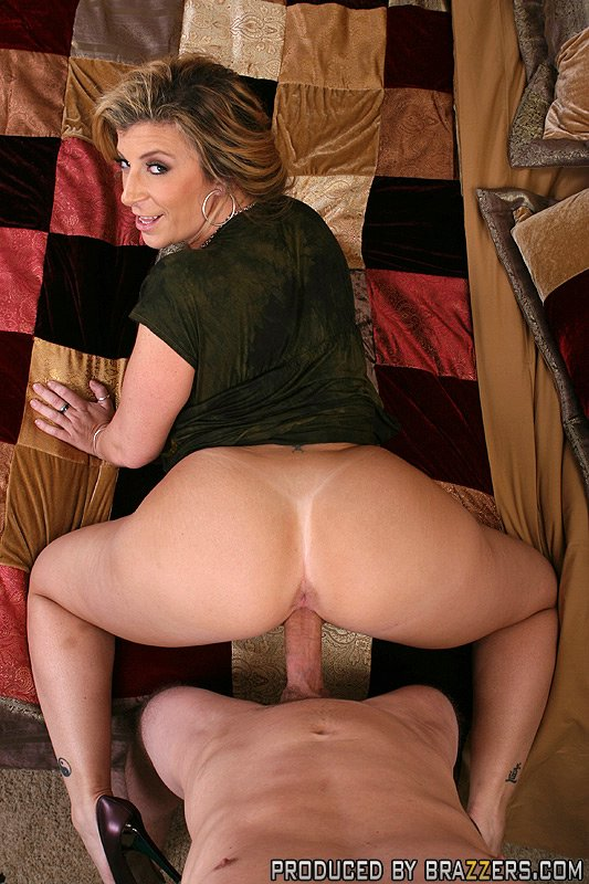 Busty gianna michaels masturbating with dildo 9