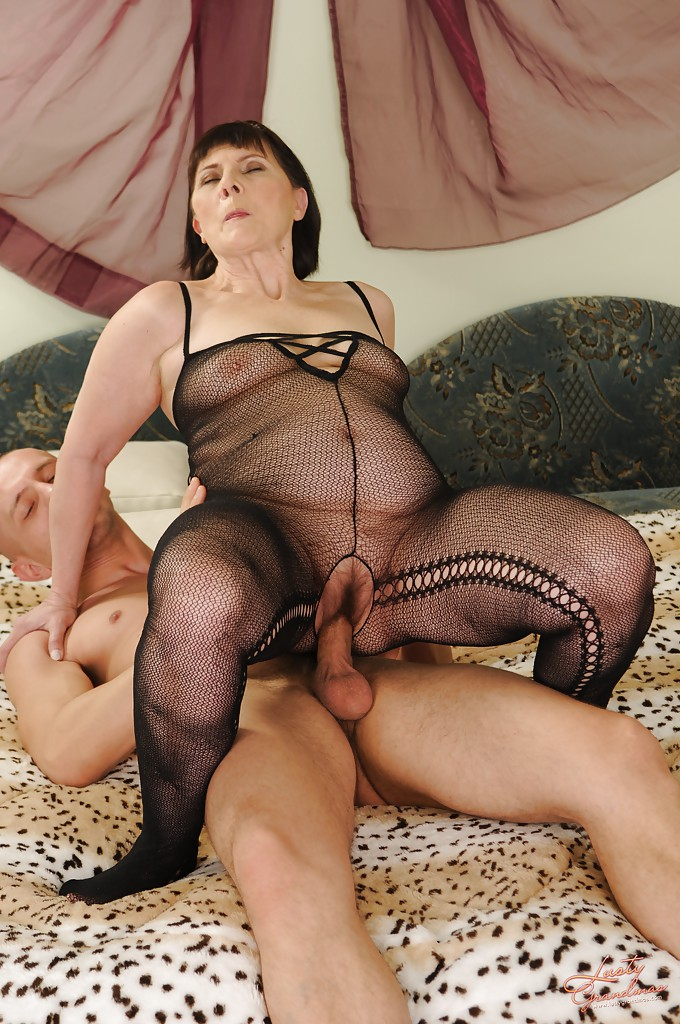image Slutty grandma in stockings fists her hairy cunt