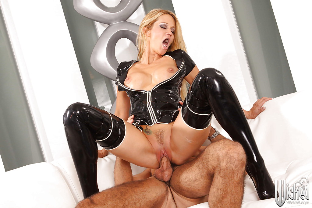 Wanking Latex Girls Love To Fuck Hustler 1