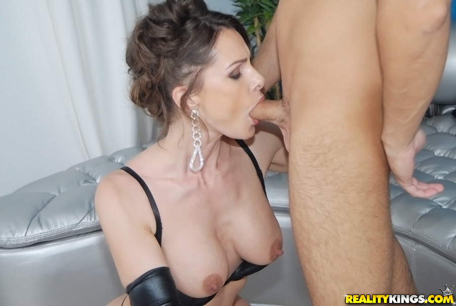 Milf gives a blowjob