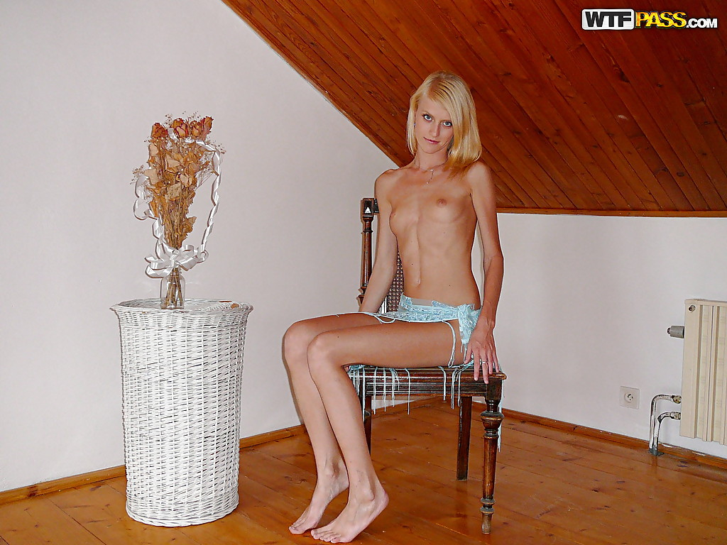 Skinny blonde amateur spreading her legs and exposing her ...