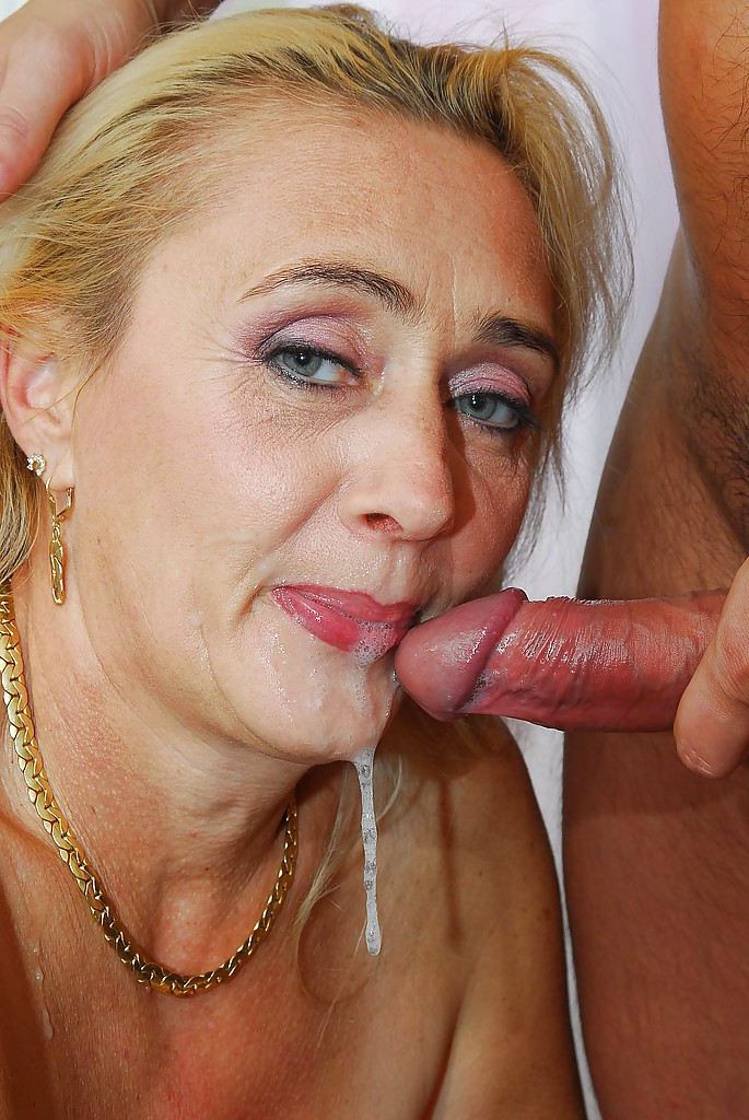 Mature highheeled slut