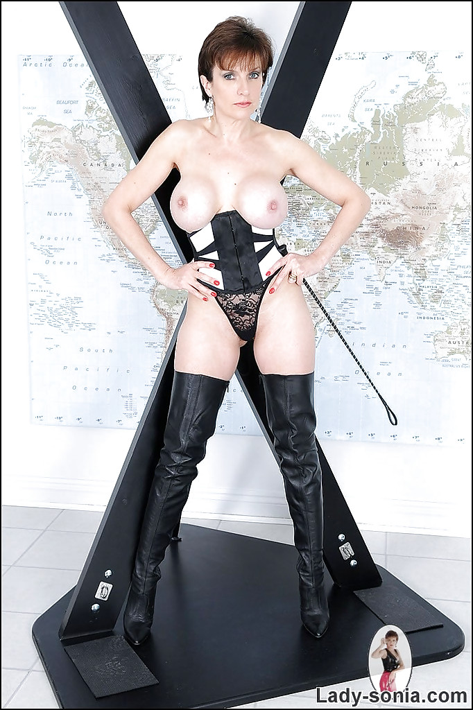 Stunning Mature In High Boots 35