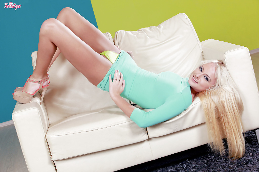 Blonde model Ivana Sugar playing with twat