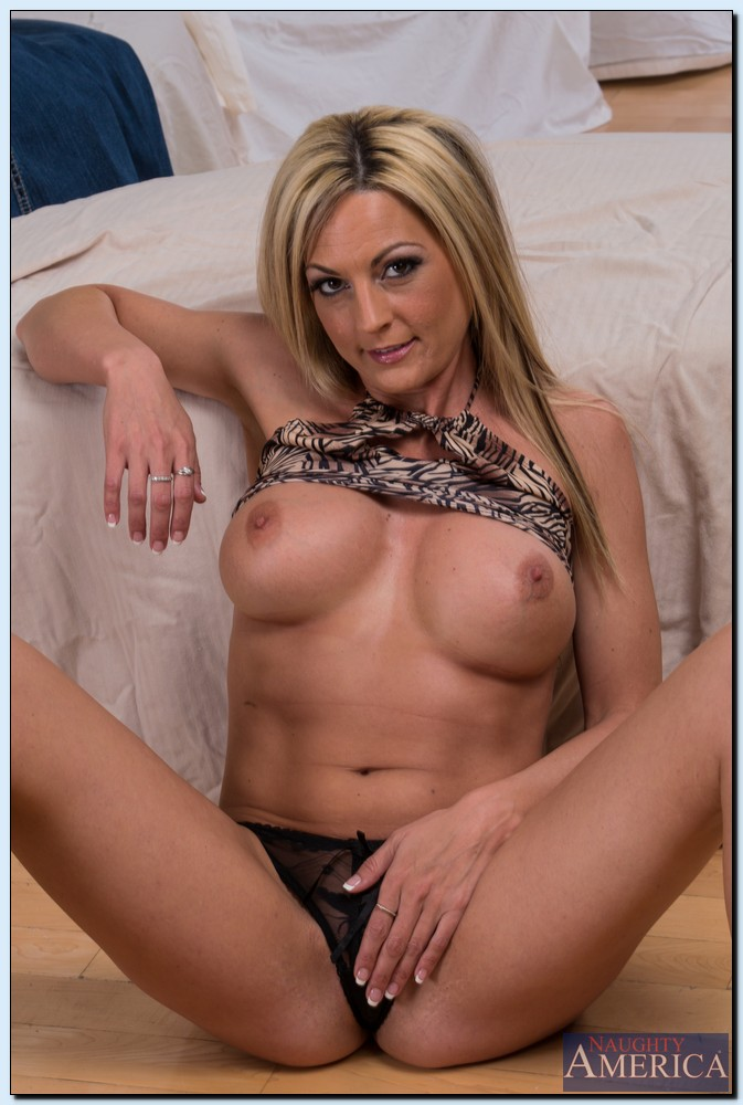 hot ass milf with big tits sindy lange getting rid of her