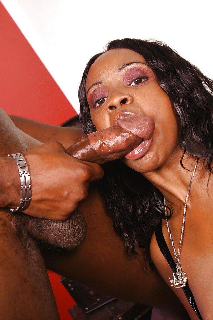 Ebony deepthroat blowjob