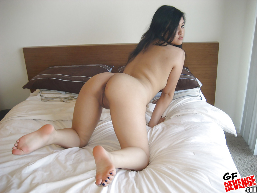 Inviting asian babe enjoys raunchy anal sex