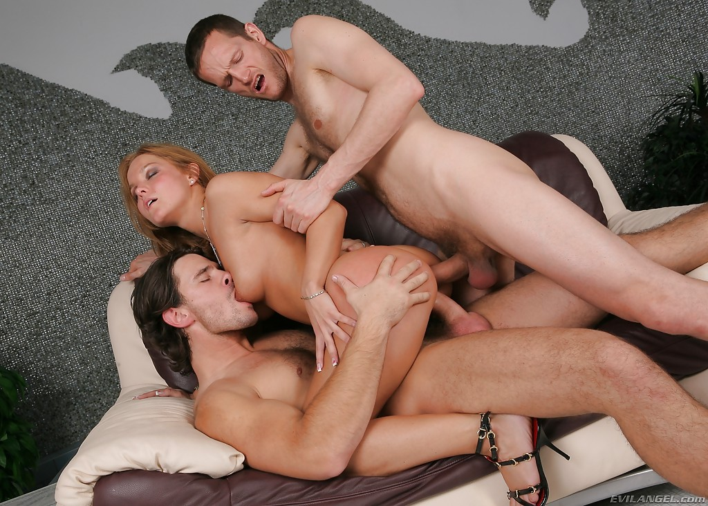 Triple penetration with dildos
