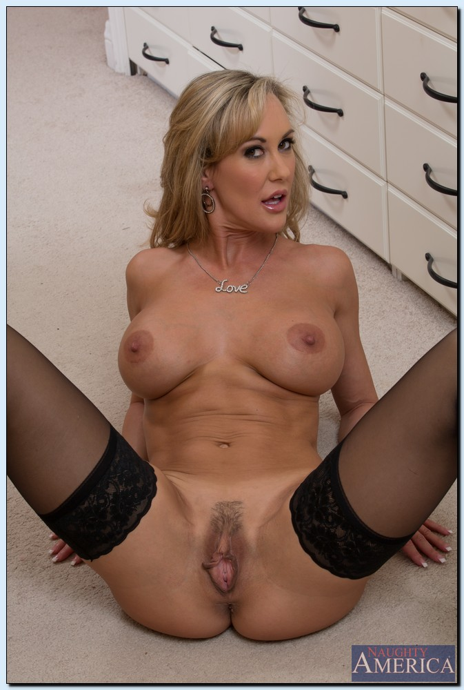 Brazzers milfs like it big my dates mom scene starring d 4