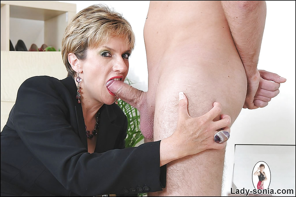Drilling A School Mature With Short Hair Condom 1