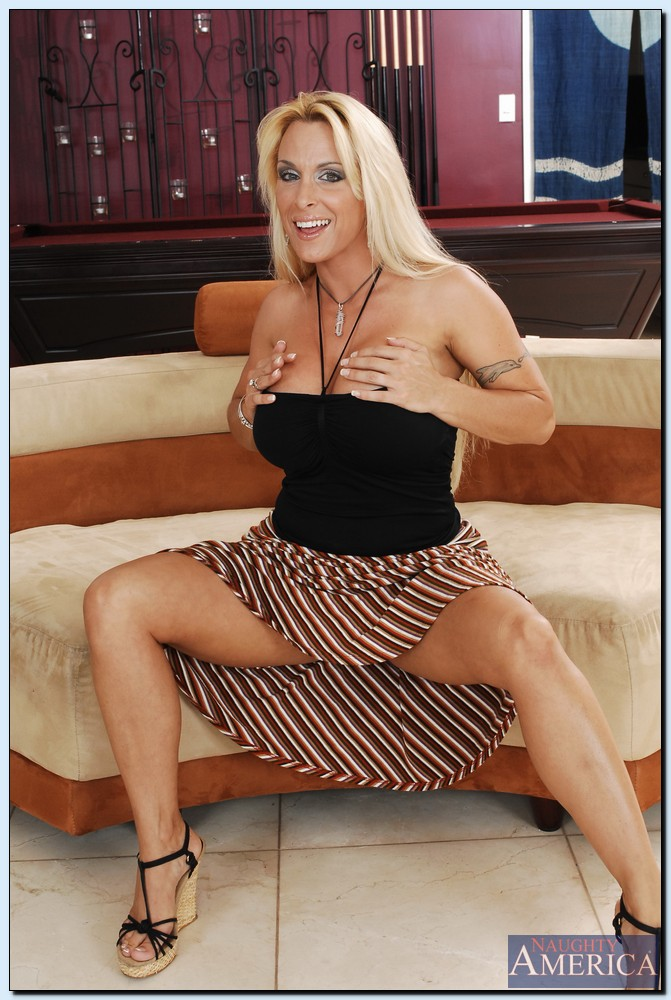 Milf holly pictures