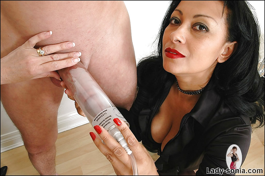 dick pumps a Lady sonia