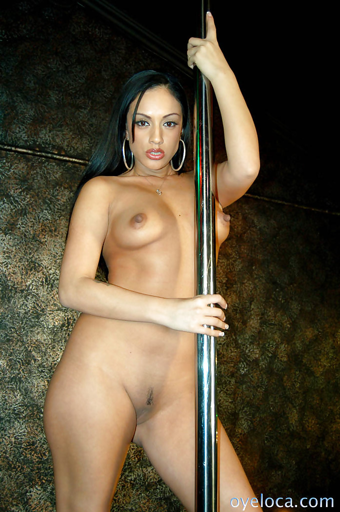 naked-female-latino-strippers-pictures-of-girls-naked-in-locker-rooms