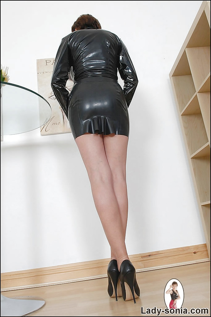 Fetish dressed in rubber