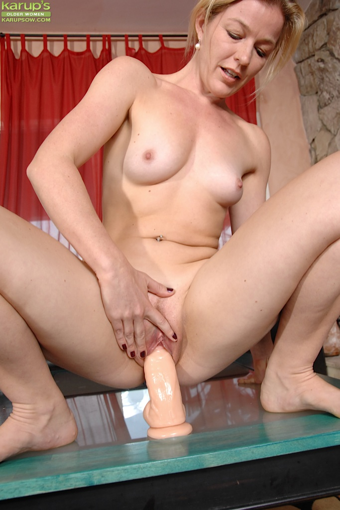 oral-sex-naked-chicks-with-dildo