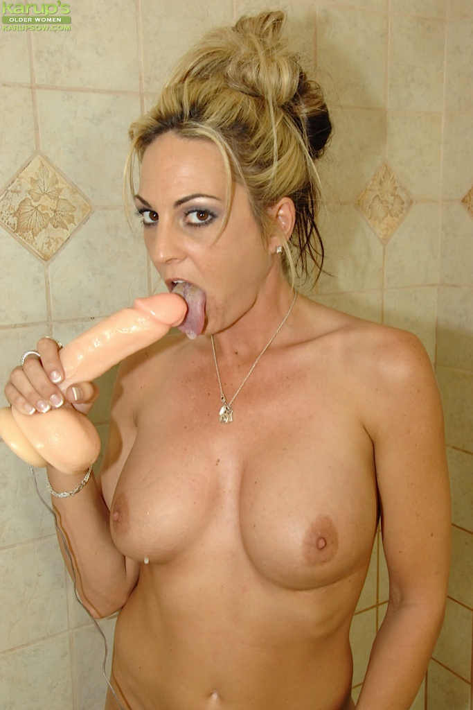 Hot girl mastubating and cums on her dildo part 2 9