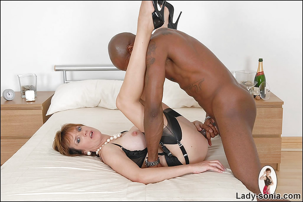 black big dick strapse und high heels