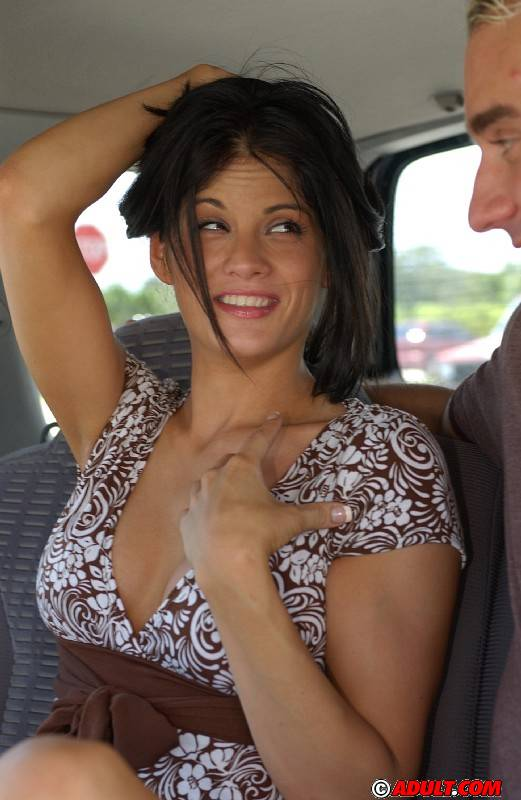 Chick with no arms blowjob — pic 8