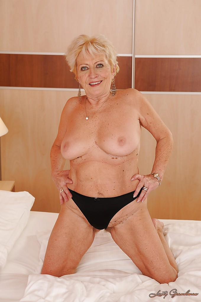 Naked gilf cutie, hottest mom naked in the shower