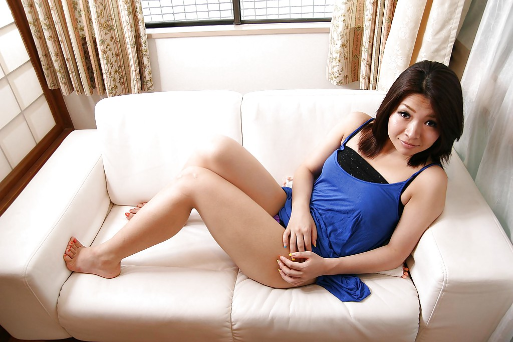 singing-asian-girls-nude-legs-caceros
