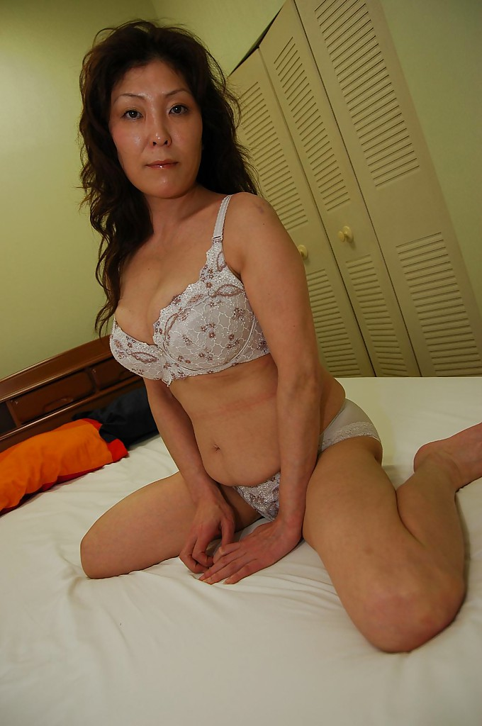 casual hookup apps busty asian girl