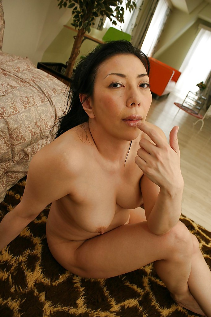 naughty asian mature lassie with hairy twat kimiko yasue posing nude
