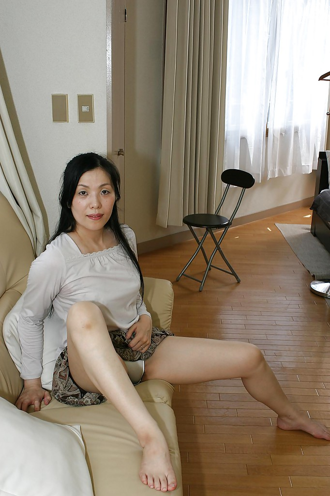 Naked stripped asian lady
