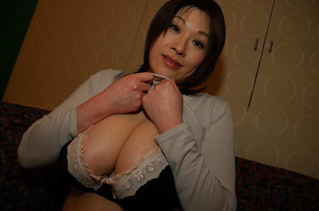 chinese busty mom