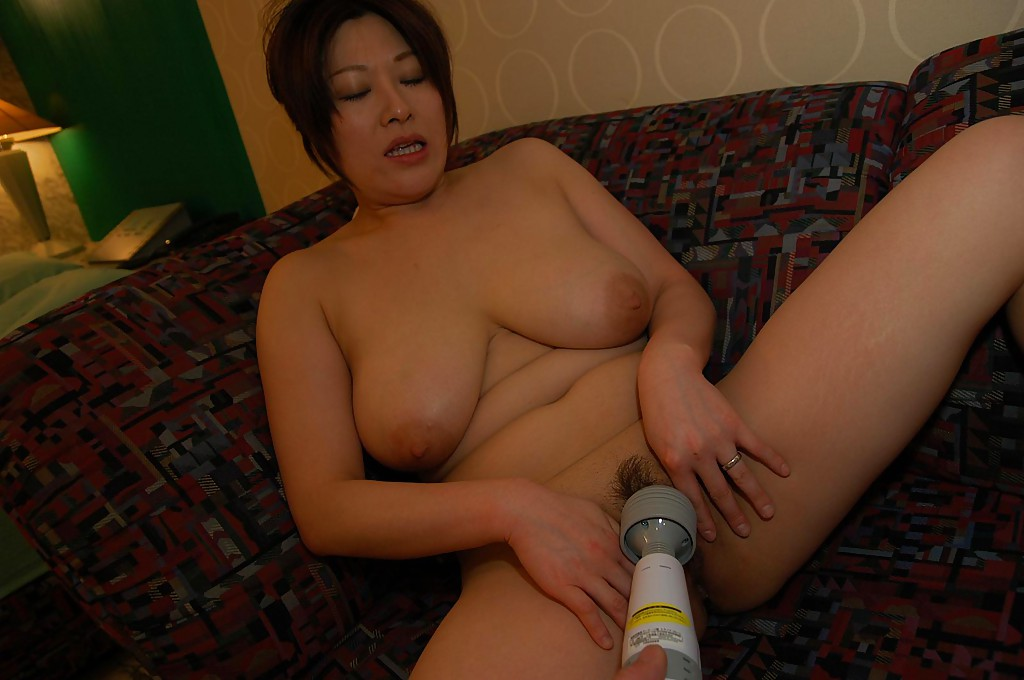 Asian Aunty Pussy - ... Chubby asian MILF Hiromi Yoshio gets naked and enjoys pussy toying  action