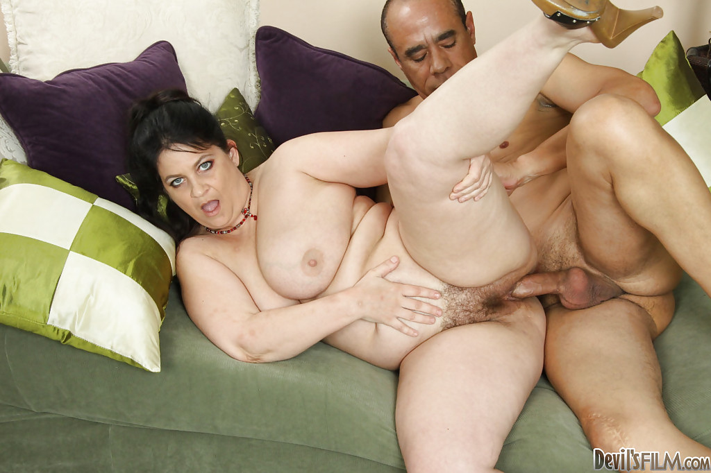 mature plumper slut deb fucks a big cock and gets her bush