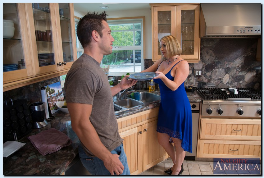 Rubenesque MILF Maggie Green gets banged and facialized by a younger guy